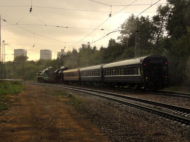 Паровозы П36-0120 и ЛВ-0182 с поездом до Волоколамска, станция Подмосковная
