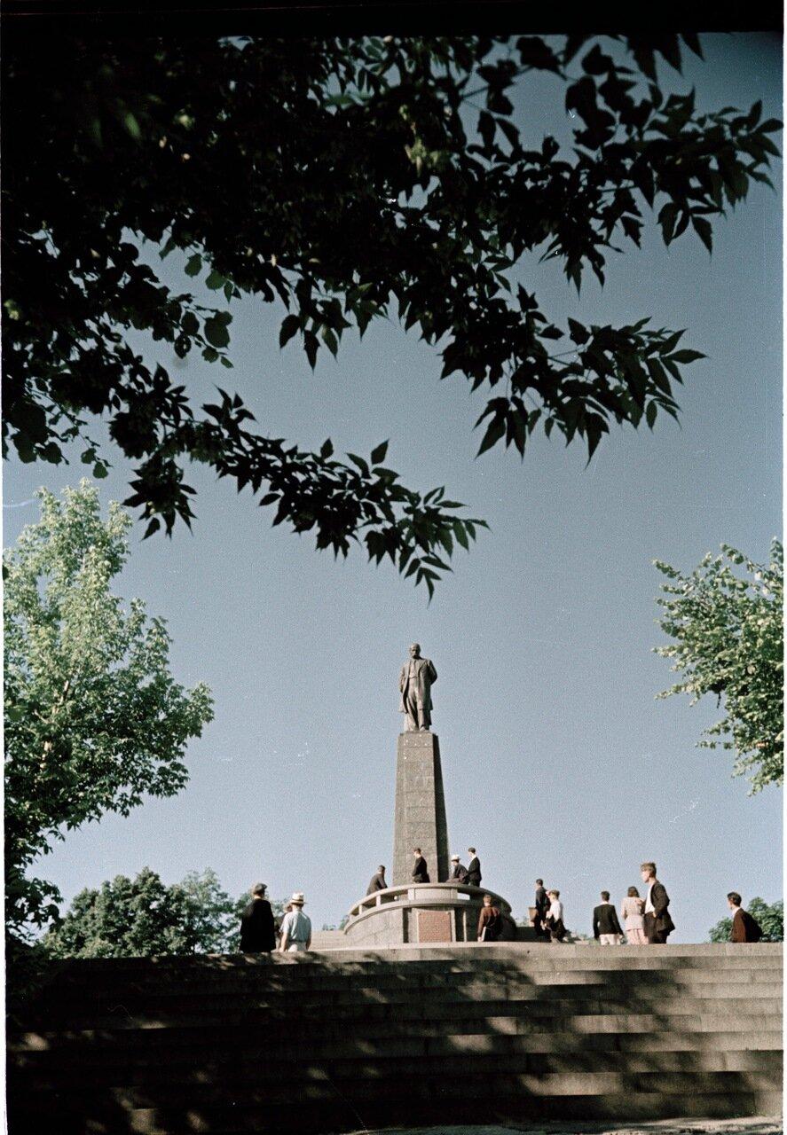 Канев. Памятник Шевченко на его могиле