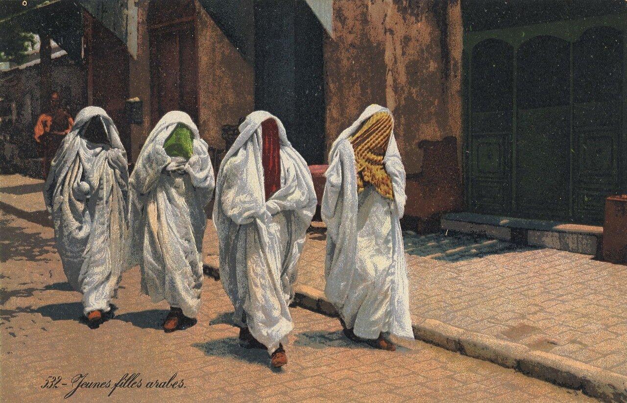 1904. Молодые арабки