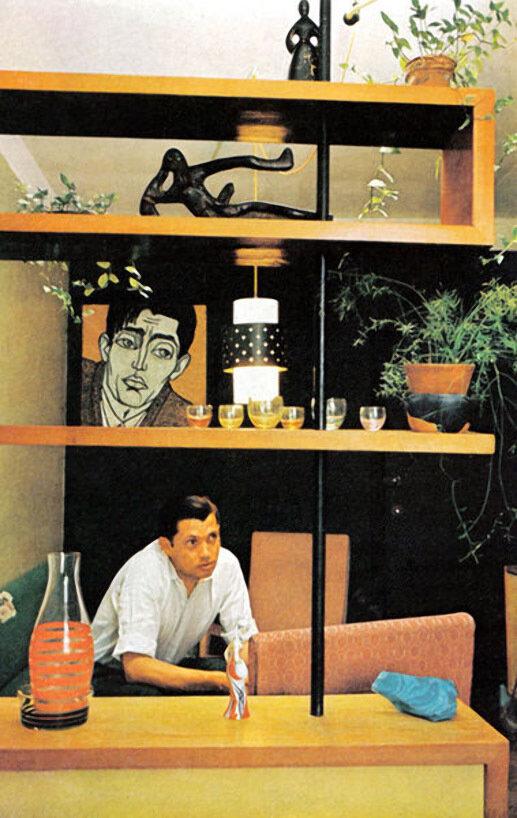 Роберт Рождественский в своей квартире