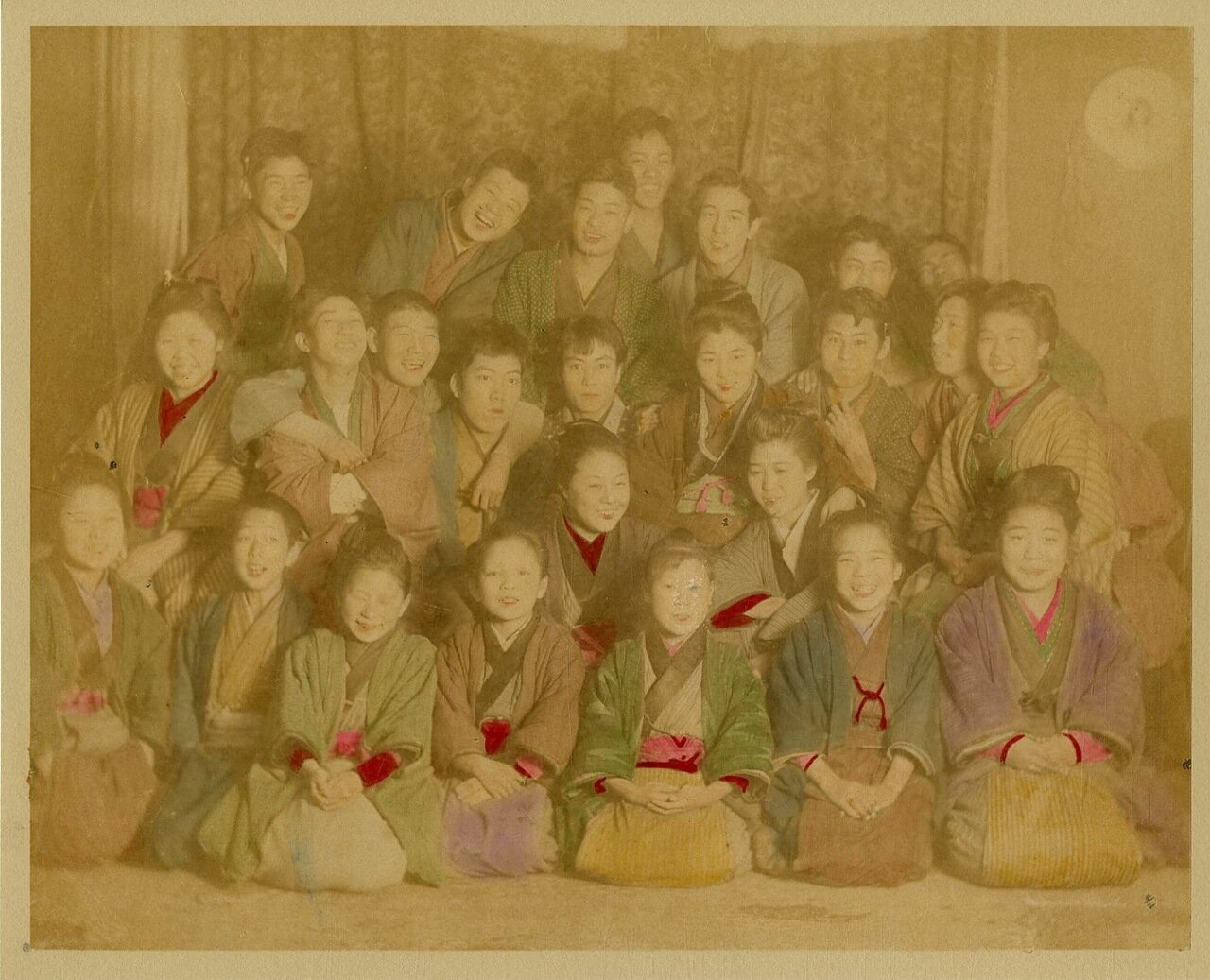 Группа японцев