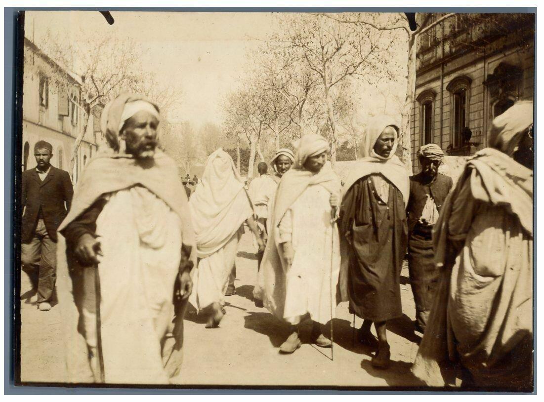 1910. Сцена из жизни людей в Алжире