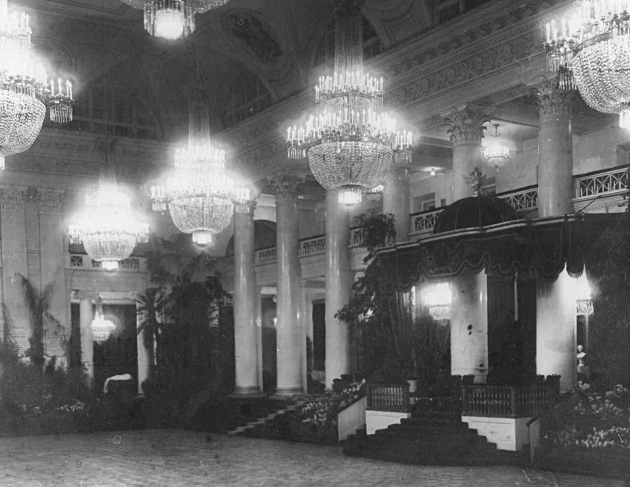 10. Часть зала Дворянского собрания. 1914