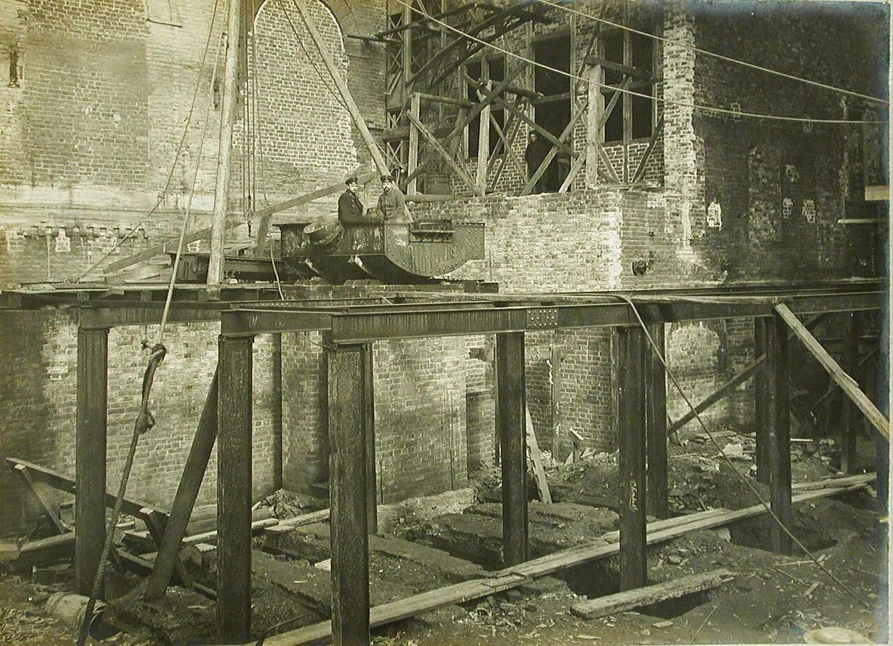 08. Вид части эстакады в строящемся цехе Обуховского сталелитейного завода.22 сентября 1909