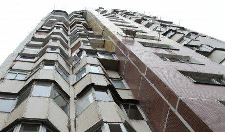 Жительница Кишинёва угрожала сброситься с многоэтажки