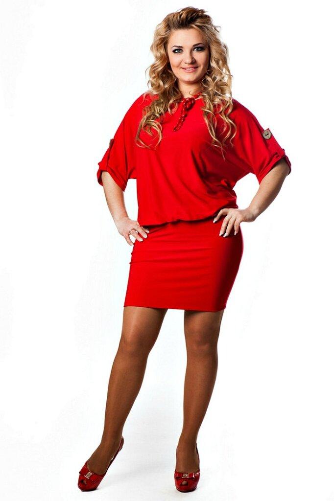 Полные женщины в красном платье