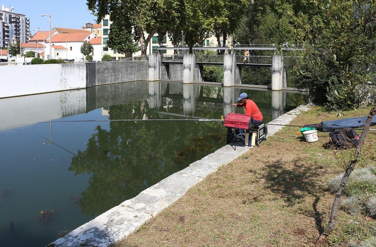 Leiria. Fishing in the Lis river