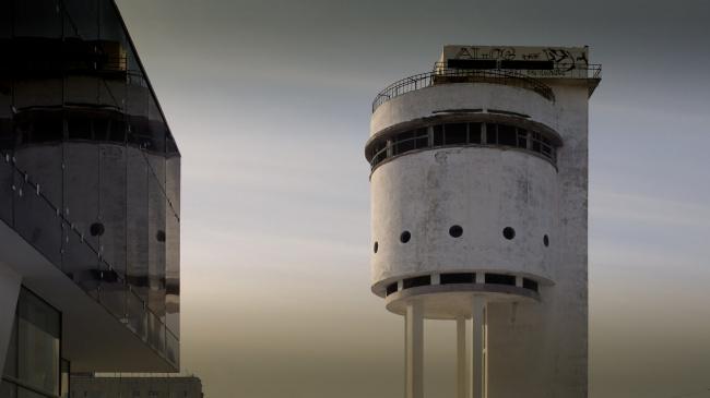 Белая башня вЕкатеринбурге. Если дом сломался, наклонился, изогнулся, развалился ивообще ведет себ