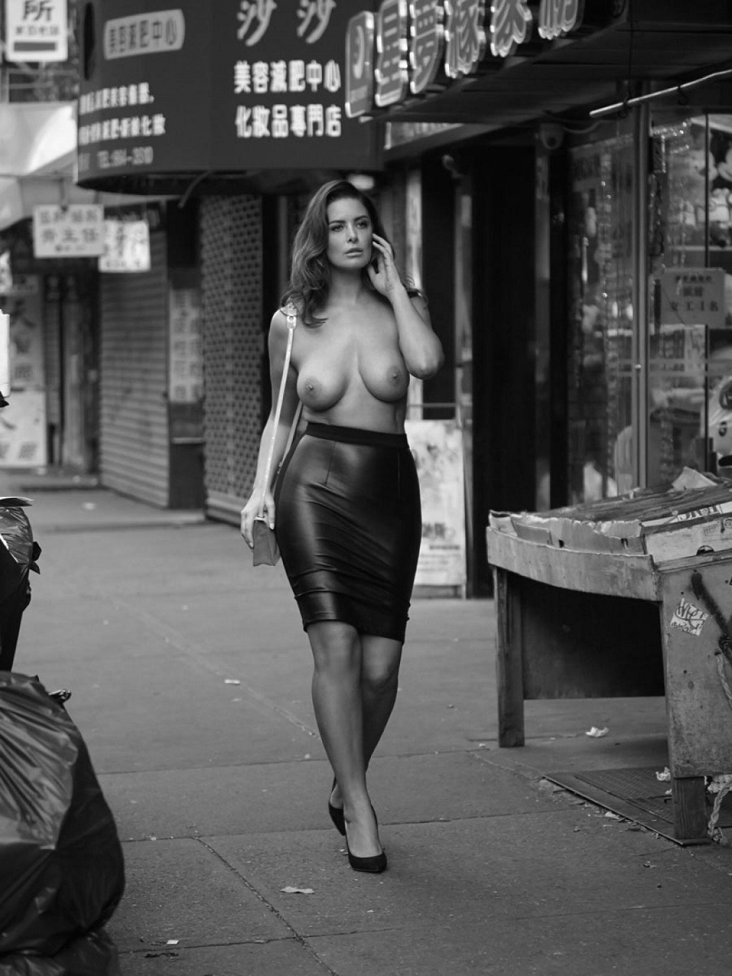 hot-naked-women-in-new-york-small-boob-gif