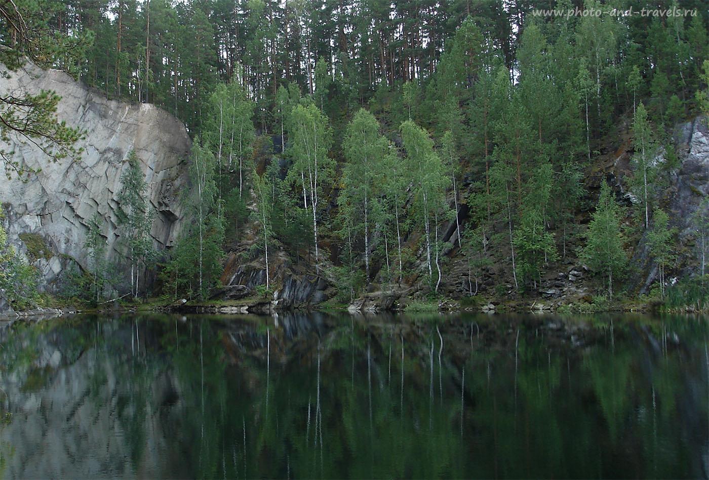 Фотография 2. Изумрудные воды озера Тальков камень в природном парке Бажовские места. Какая красота в окрестностях Екатеринбурга! И добраться сюда на машине займет, от силы, минут сорок.