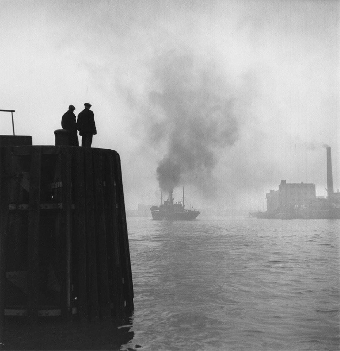 1949. Лондонская гавань