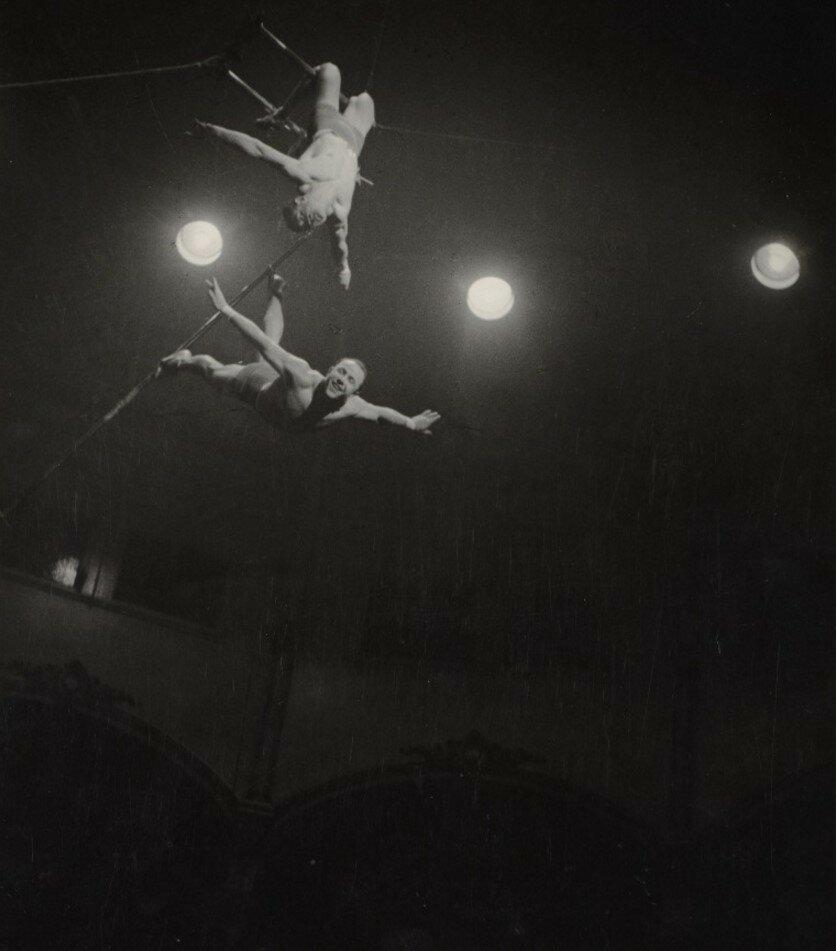 1932-1933. Два акробата. Цирк Медрано, Париж