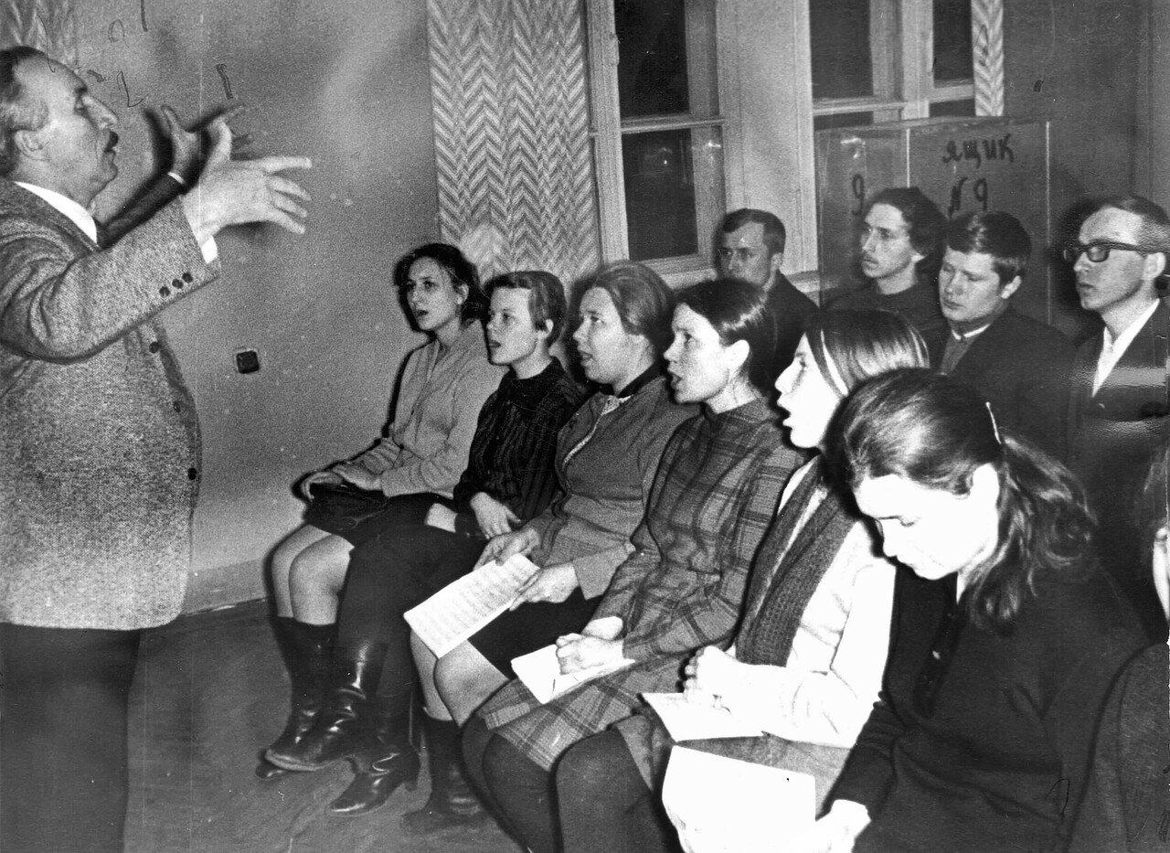 1971. Репетиция хора МЭИ