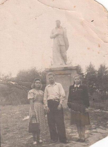 Тотьма Памятник стоял в Парке борцов за свободу на месте нынешнего Памяника Победы.jpg