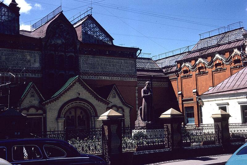 Москва 1959 Третьяковская галерея. Lawrence Monthey.jpg
