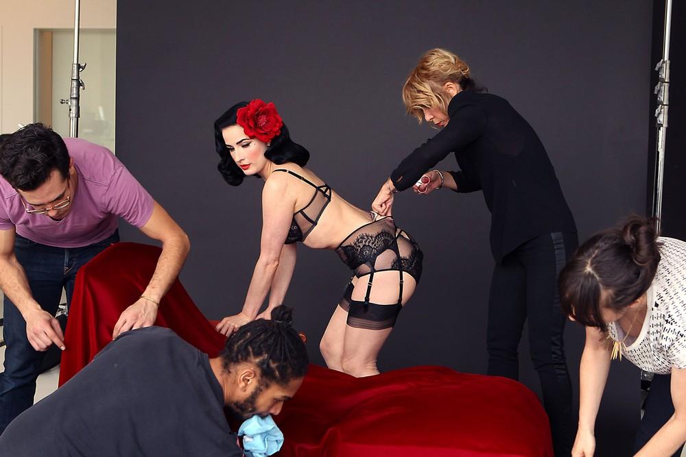 Дита Фон Тиз в рекламной фотосессии белья