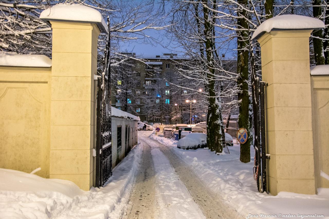 Снежный Минск. Даниелла. Дворик на улице Карла Маркса