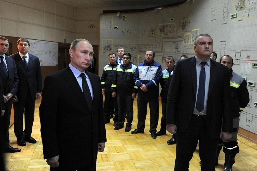 Путин и Аксенов на запуске линии электроснабжения Крыма.png