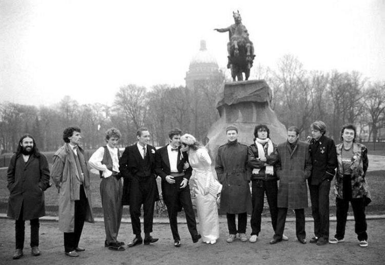 В ресторане «Астория» в обществе друзей... Свадебные фото советских рок музыкантов