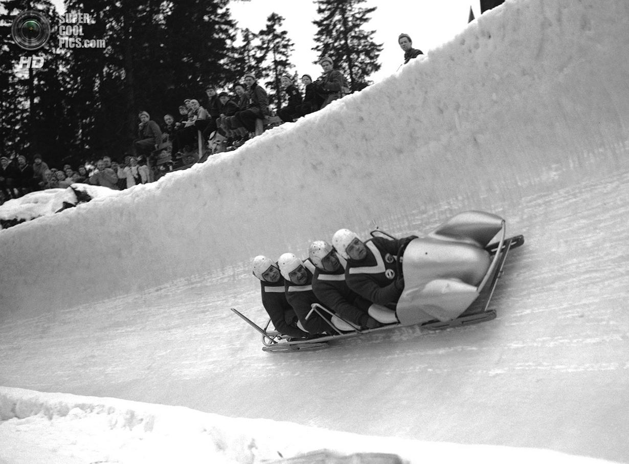 Норвегия. Осло. 22 февраля 1952 года. Экипаж-четвёрка из ФРГ, ведомая Андреасом Остлером, на соревно