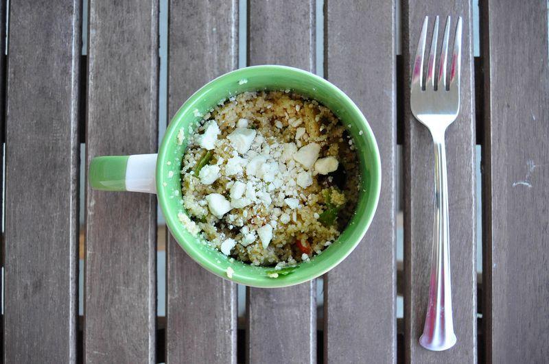 9. Греческий салат с кускусом Вам потребуются: сырой кускус — 1/3 стак. куриный бульон или вода — 1/