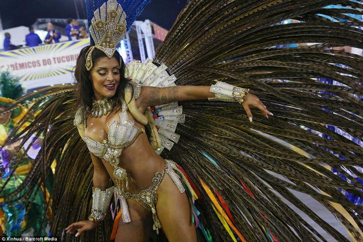 Шоу должно продолжаться — в Рио-де-Жанейро стартовал карнавал-2016