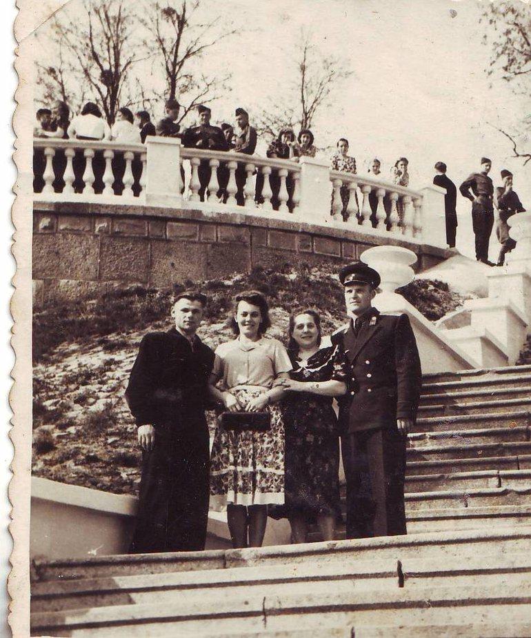 Смотровая Площадка в конце главной аллеи Парка и начало спуска по Графской Лестнице
