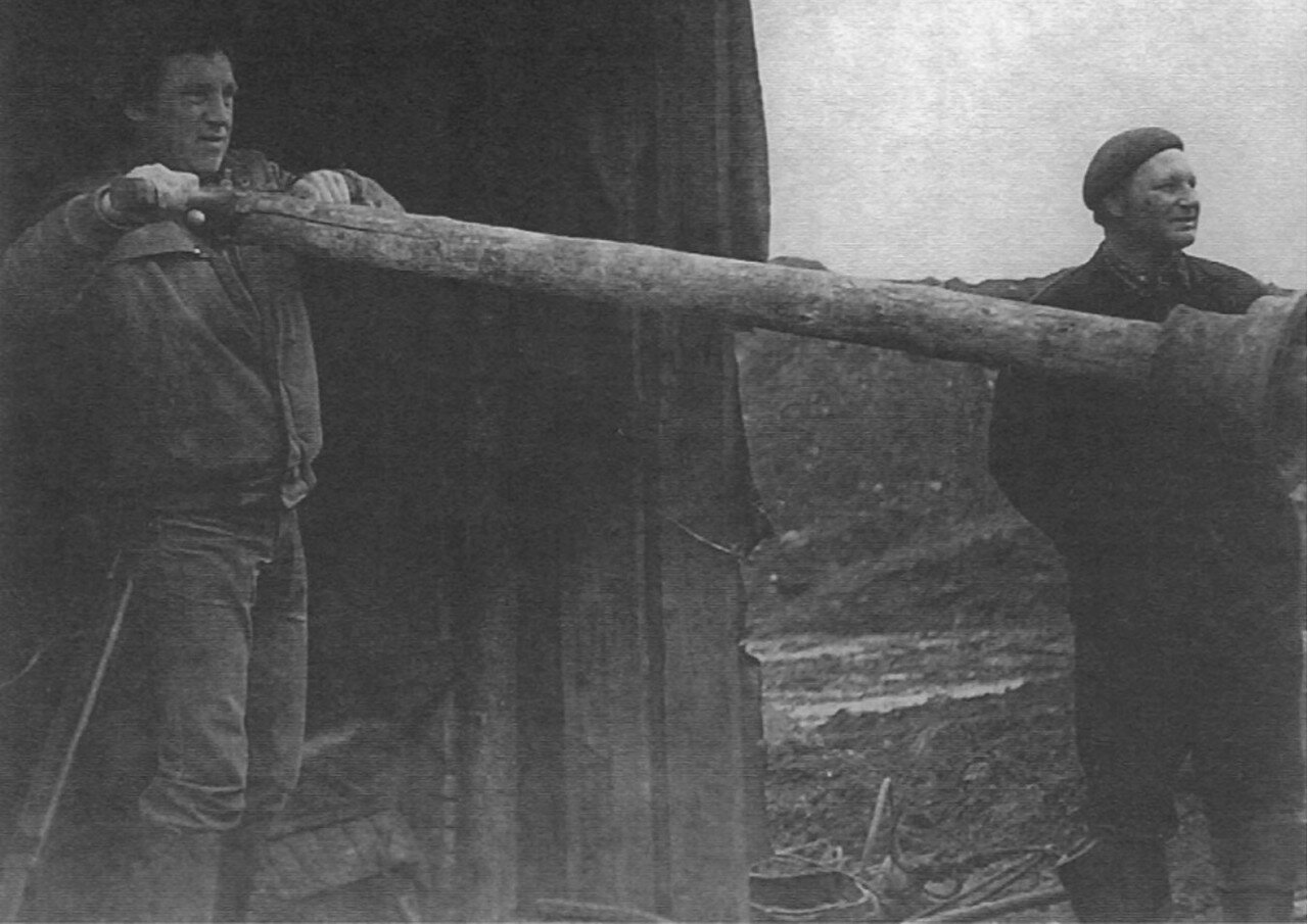 36. Владимир Высоцкий за гидромонитором. Фото Сергея Геннадьевича Зимина, 16 июня 1976 года