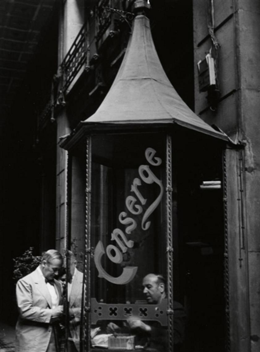 1957. Миро с консьержем многоквартирного дома в Барселоне