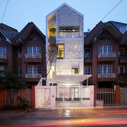 Оригинальный декор  фасада здания