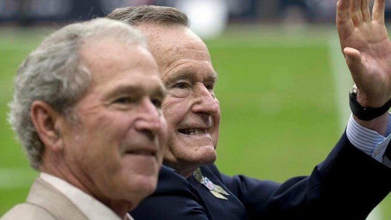 Фотографии лысого Джорджа Буша, бывшего президента США