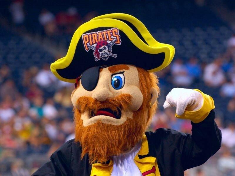 Костюм попугая. Смешные фотографии талисмана «Питтсбургских пиратов»