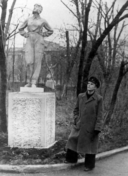 В общем-то, обучение покорилось Гагарину и он окончил учебное заведение с отличными оценками и дипло