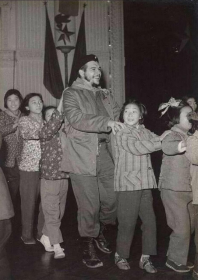 ЧеГевара вдетском саду вШанхае, 1960г.
