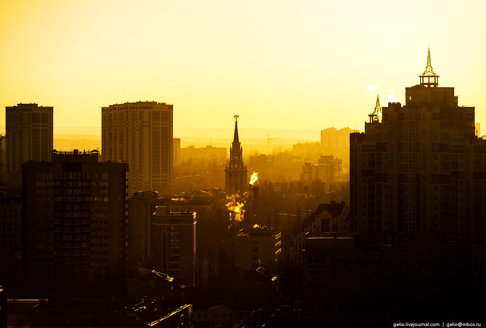 34. Сталинская высотка у Девицкого выезда. Дом состоит из трёх пятиэтажных корпусов, центром ко