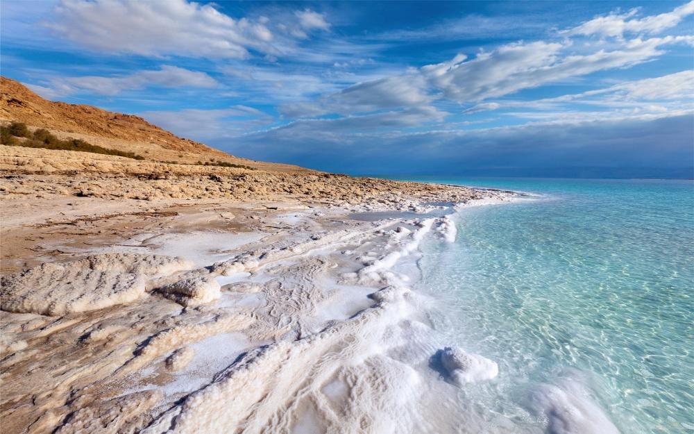 С1970 года уровень воды вМертвом море сократился на30метров. Причина этого— впервую очередь до