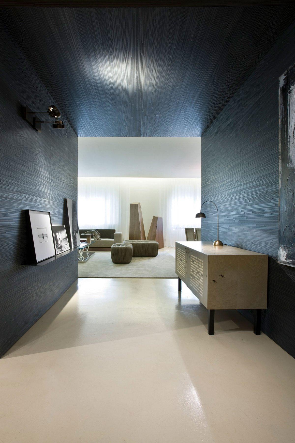 Черные стены и потолок в квартире