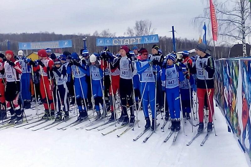 Спортсмены ДЮСШ города Углича на старте Лыжни России 2016 в Подолино