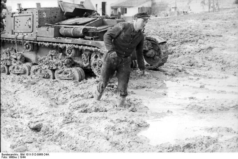 Italien, italienischer Panzer im Schlamm