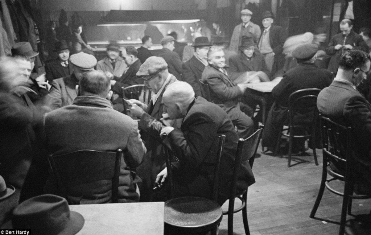 1948. Мужчины в клубе. Горбалс, Глазго