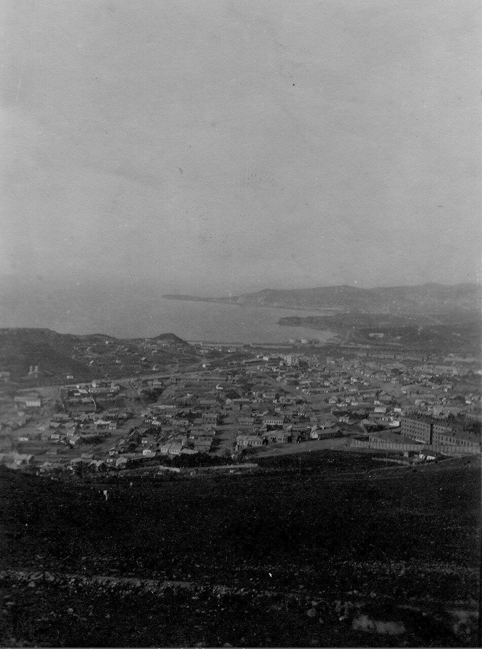 Вид с вершины горы Орлиное Гнездо на район Первой речки