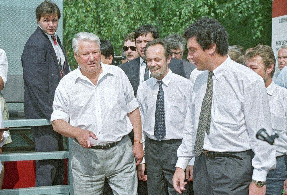 Президент РФ Борис Ельцин и глава администрации Нижнего Новгорода Борис Немцов (слева направо) во время поездки Ельцина в Нижегородскую область, 1994 год.jpg