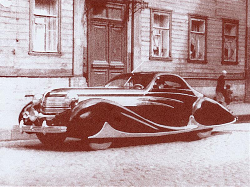 1948  Delahaye 165 румынского короля Михая на одной из незаасфальтированных улочек Марьиной Рощи в 1948 году.jpg