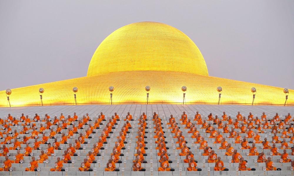Буддийские монахи отметили праздник Макха Буча
