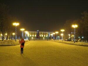 Новогодняя елка с праздничной подсветкой - Новый год в Великом Новгороде