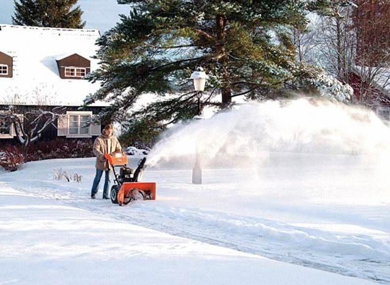 8. Снегоуборочная машина. Чистота должна быть не только в доме, но и на улицах, решила обычная секре