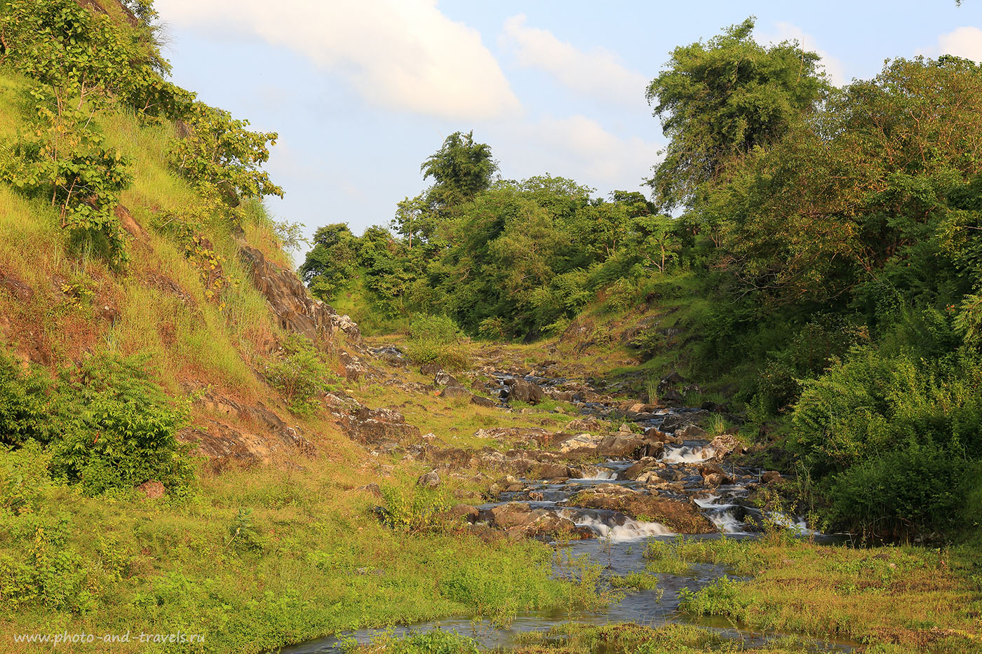 Снимок 24. Ручей-водопад. Отчет о поездке на дамбу Чаполи. Отзывы туристов об экскурсиях на Южном Гоа (24-70, 1/6, -1eV, f22, 70mm, ISO 100, фильтр – ND-4)