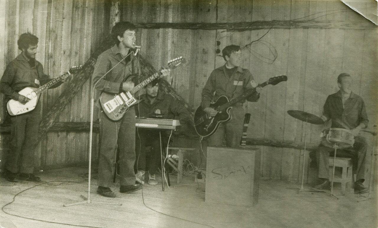1969. Бит-группа Опалубка на концерте в Удачном. Якутия