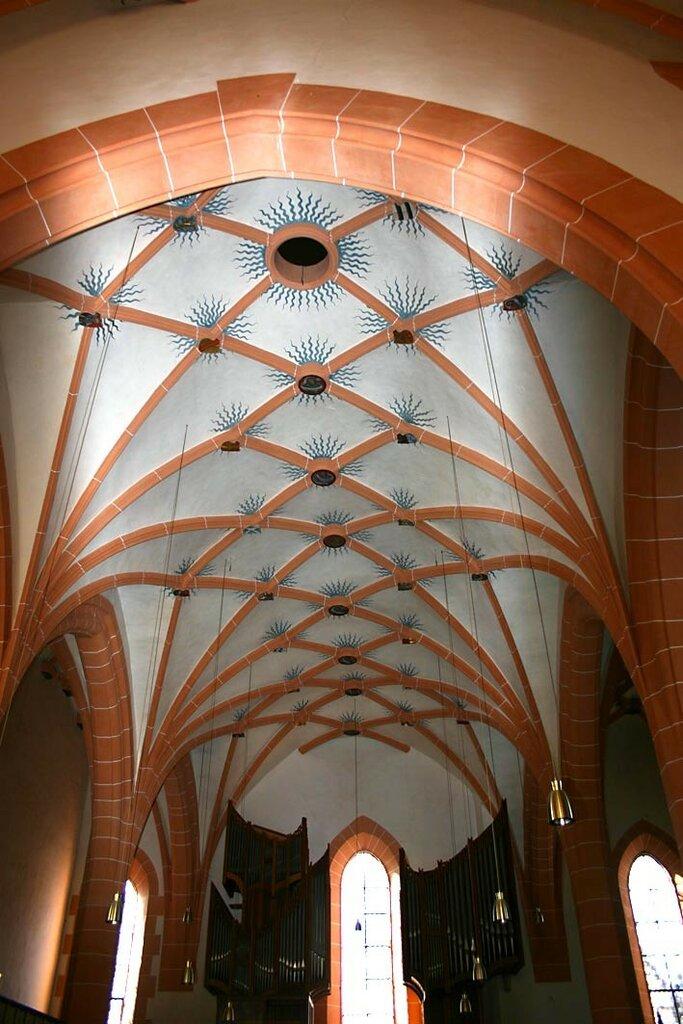 Büdingen_Marienkirche_Netzgewölbe_02.jpg