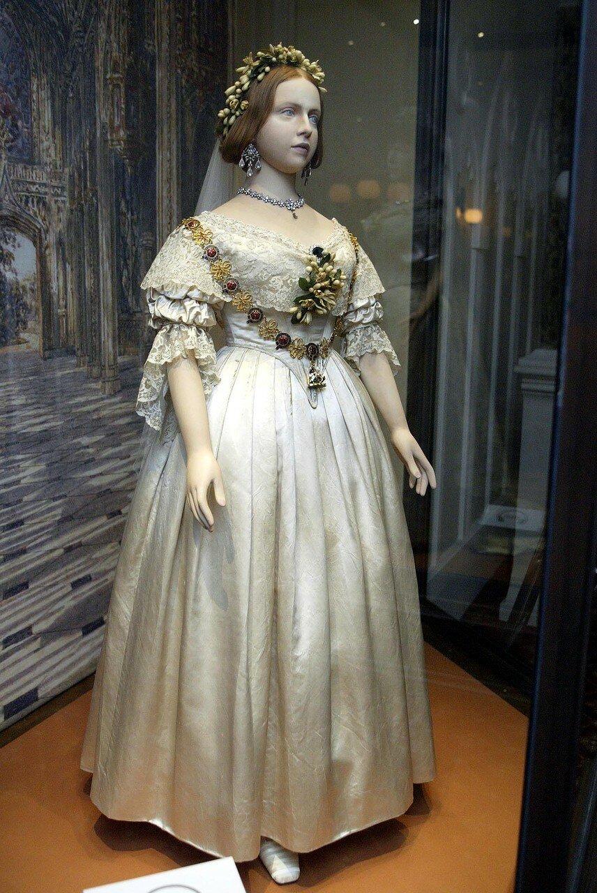 'A CENTURY OF QUEEN'S WEDDING DRESSES 1840-1947' EXHIBITION, KENSINGTON PALACE STATE APARTMENTS, LONDON, BRITAIN - APR 2002